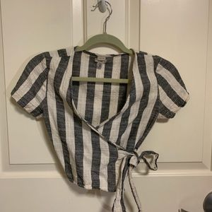 Cute stripped urban outfitters crop top